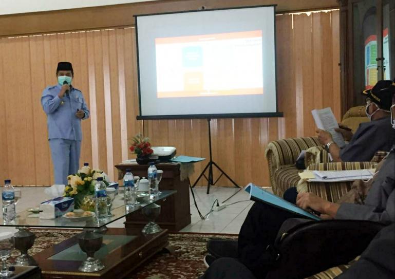 Pjs Bupati Agam Beni Warlis paparkan transparnasi Dana Desa kepada TPKTDD Sumbar 2020, Senin (23/11). (Dok : Istimewa)