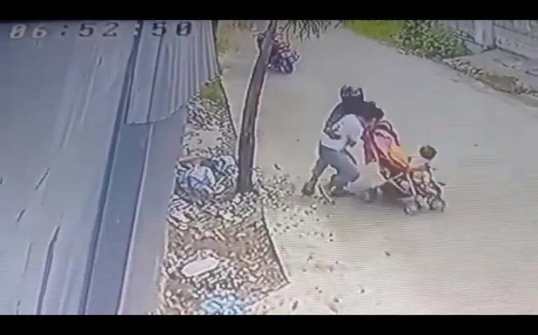 Rekaman CCTV yang memperlihatkan aksi pelecehan yang dialami korban, Kamis (13/8). (Dok : Istimewa)