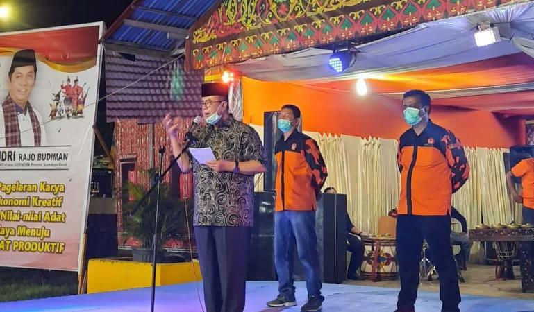 Wagub Sumbar Nasrul Abit saat membuka Pagelaran Karya Produk Ekonomi Kreatif 2020 yang diadakan FKAN Pauh Sambilan, Kuranji, Senin malam (3/8). (Dok : Istimewa)