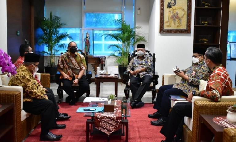 Anggota DPR RI, Andre Rosiade bersama sejumlah kepala daerah di Sumbar saat menemui Menteri PUPR, Basuki Hadimuljono, Selasa (22/9) lalu. (Dok : Istimewa)