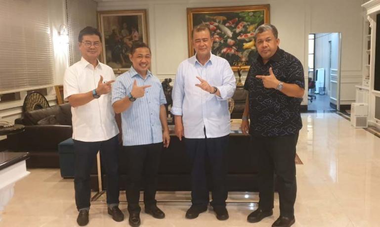 Nasrul Abit bersama Ketum dan Sekum Partai Gelora Indonesia, Anis Matta dan Fahri Hamzah, di Jakarta, Jumat malam (13/11). (Dok : Istimewa)