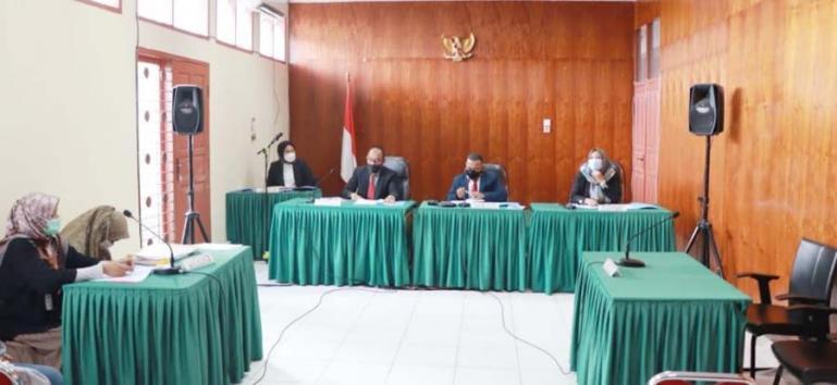 Majelis Sidang KI tunda persidangan karena dua pihak termohon tidak hadir di persidangan, Senin pagi (30/8). (Dok : Istimewa)