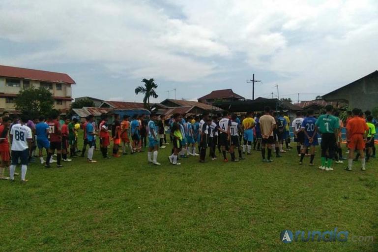 Askot PSSI Kota Padang saat menggelar seleksi pemain sepakbola untuk Timnas U-19 dan U-16 di Lapangan Sepakbola PSTS Tabing, Senin (15/3). (Foto : Can)