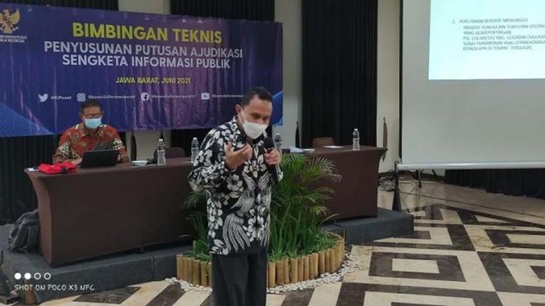 Pemateri dari Diklatbang MA RI, Asra saat berikan materinya dihadapan sejumlah komisioner KI se Indonesia, di Bogor, Kamis (10/6). (Dok : Istimewa)