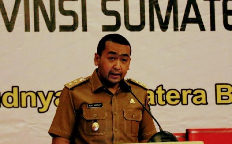 Wakil Gubernur Sumbar Audy Joinaldy, saat membuka Forum Konsultasi Publik RPJMD Sumbar Tahun 2021-2026, di Padang, Selasa (23/3).