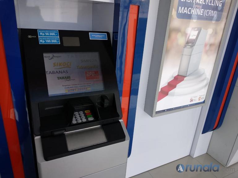 Mesin ATM Setor dan Tarik Tunai yang disediakan Bank Nagari di empat kota di Sumbar. (Foto : Ajm)
