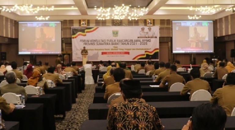 Wagub Sumbar Audy Joinaldy dalam rapat forum konsultasi publik rancangan awal RPJMD Sumbar, Selasa (24/3). (Dok : Istimewa)