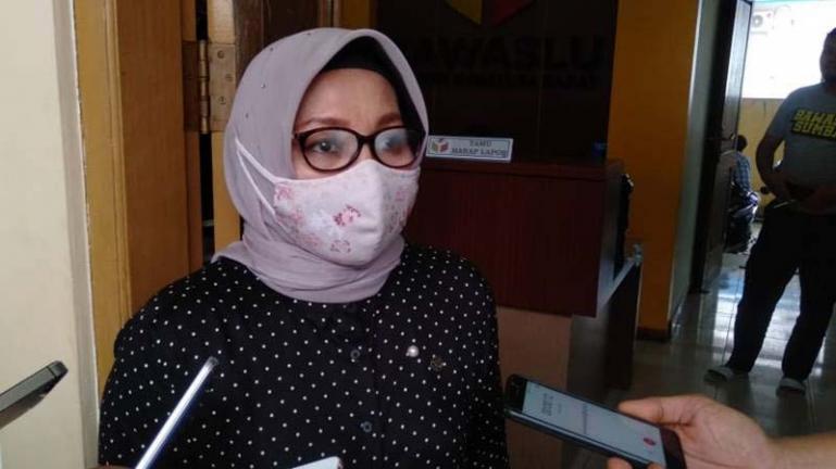 Anggota Bawaslu Sumbar Elly Yanti (Dok : Istimewa)