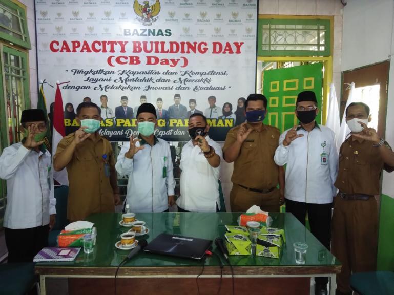 Wakil Ketua KI Sumbar Adrian Tuswadi saat ikut launching website Baznas Kabupaten Padang Pariaman, Senin (7/9). (Dok : Istimewa)