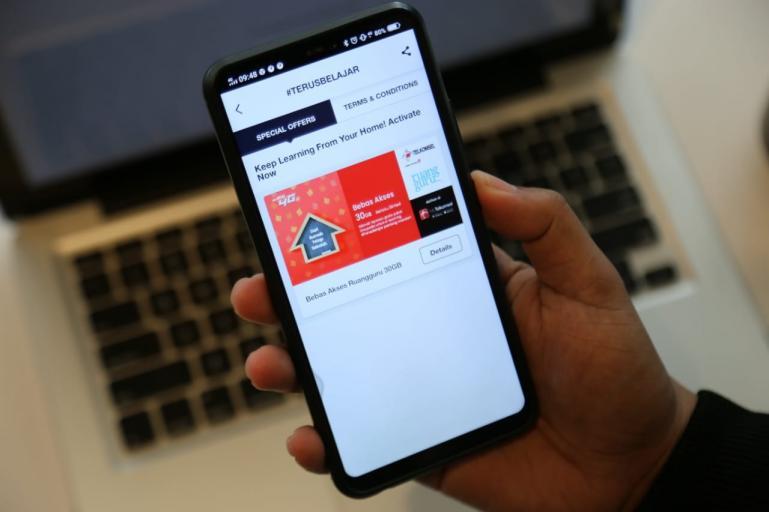 Ruangguru bersama Telkomsel tingkatkan aplikasi belajar online melalui Android. (Foto : Istimewa)