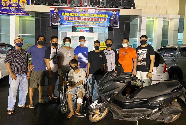 Pelaku curanmor Dodi Eka Putra alias Codoik setelah jalani perawatan di RS Bhayangkara Padang. Pelaku ditangkap setelah ditindak tegas Tim Elang Satreskrim Poresta Padang, Selasa malam (22/9). (Dok : Istimewa)