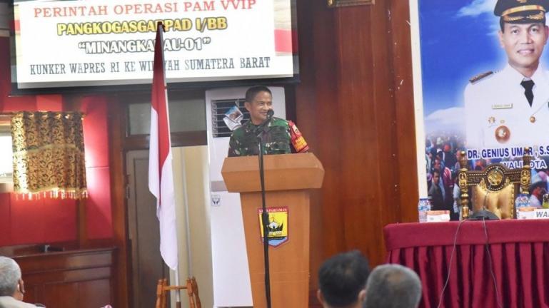 Pangdam I/BB. Mayjen TNI Hassanudin beri arahan pengamanan VVIP ataskunjungan Wapres Ma'ruf Amin ke Kota Pariaman, Senin (5/4). (Dok : Istimewa)