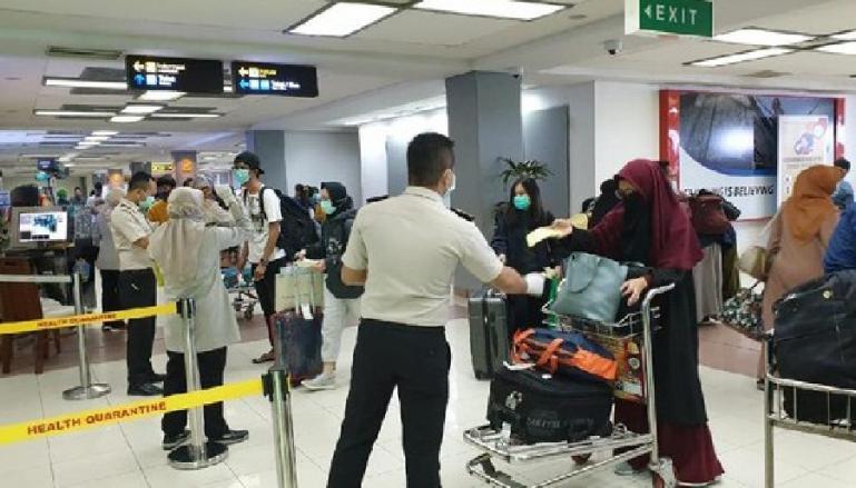 Suasana pemeriksaan kondisi kesehatan penumpang yang baru datang di BIM beberapa waktu lalu. (Dok : Istimewa)