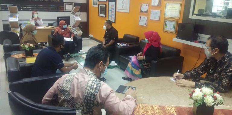 Tim Visitasi KI Sumbar saat menilai langsung BPK RI Perwakilan Sumbar, di Padang, Selasa (20/10). (Dok: Istimewa)