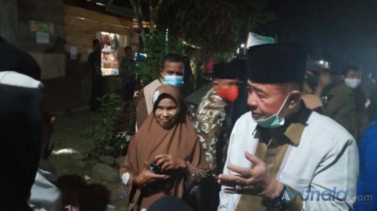 Cagub Sumbar Nasrul Abit sampaikan keinginannya pada masyarakat Solok untuk bangun jalan layang Padang-Solok, Minggu (18/10). (Dok : Istimewa)