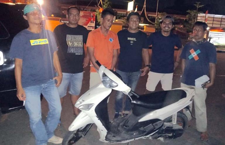Pelaku curanmor Roelly ditangkap Tim Elang Polresta Padang dan barang bukti curiannya. (Dok : istimewa)