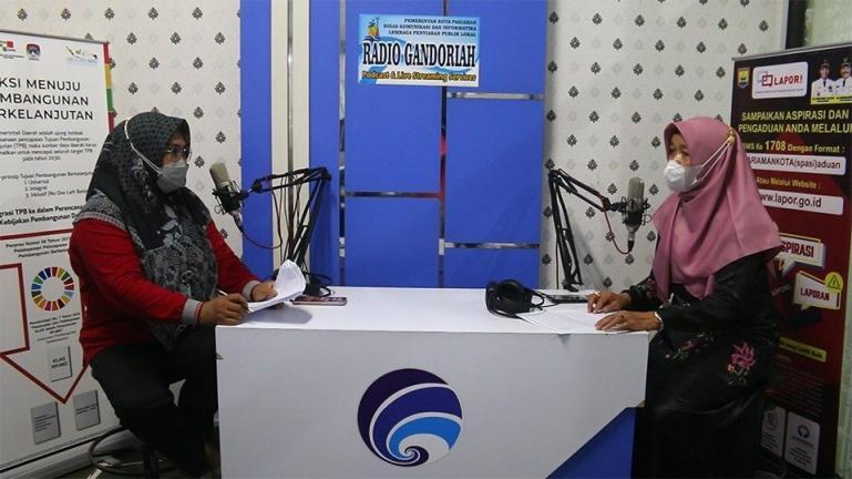Kadis Kesehatan Kota Pariaman Nazifah, sedang diwawancarai diacara Podcast Gandoriah Diskominfo Kota Pariaman, Jumat (10/9). (Dok : Istimewa)