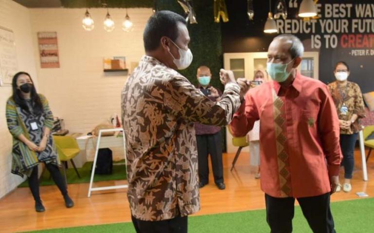 Genius Umar saat disambut CEO (Chief Executive Officer ) Antara Digital Media, Darmadi saat berkunjung ke Wisma Antara Jakarta, Rabu (22/9) kemarin. (Dok : Istimewa)