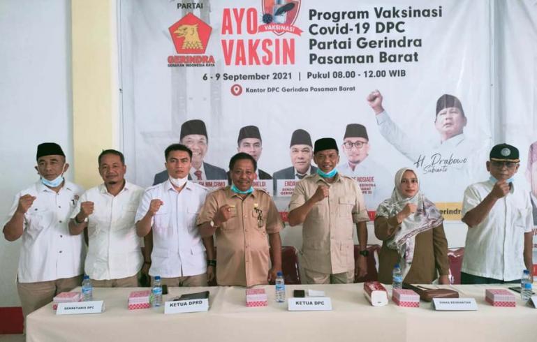 Ketua DPC Gerindra Pasbar Maryanto divaksin Covid-19 di Kantor DPC Gerindra Pasbar, Kamis (9/9). (Dok : Istimewa)
