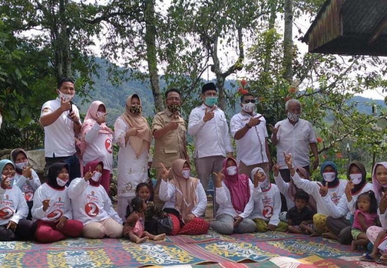 Cawagub Sumbar Indra Catri bersama ketua dan kader DPC Gerindra Solok Selatan, Sabtu (7/11). (Dok : Istimewa)
