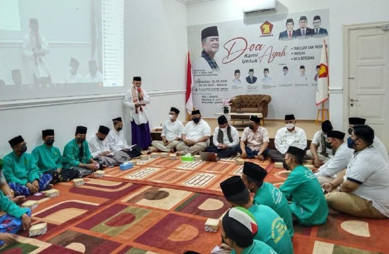Pelaksanaan tausyiah dan doa bersama untuk Nasrul Abit di Kantor DPD Partai Gerindra Sumbar, Minggu (12/9) malam. (Dok : Istimewa)