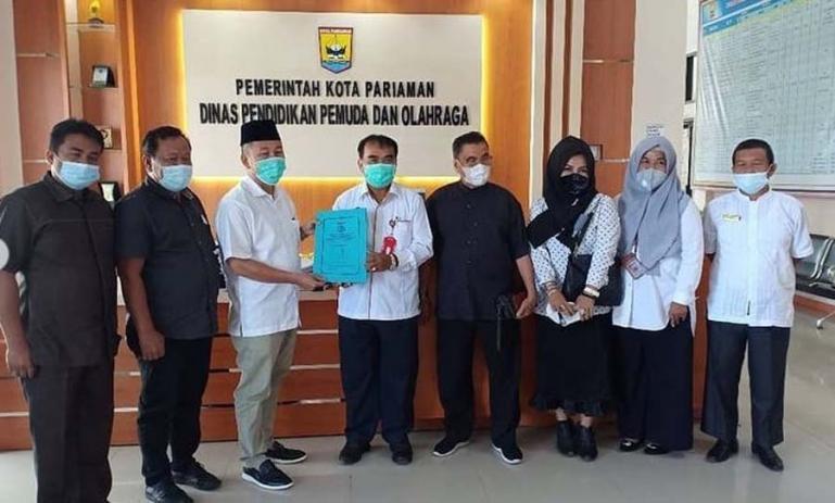 Rombongan Komisi IV DPRD Padang saat lakukan kunjungan ke Dinas Dikpora Kota Pariaman, Rabu (19/5). (Dok: Istimewa)