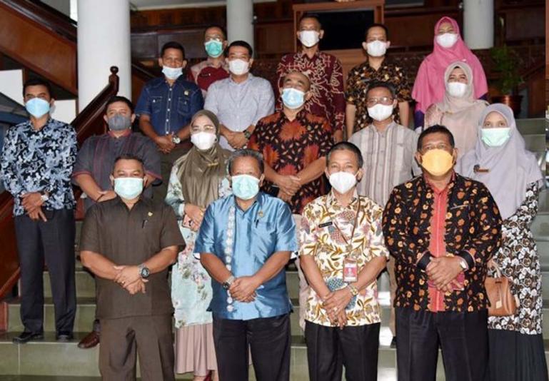 Rombongan DPRD Pasbar saat studi banding ke Kota Pariaman, Kamis (15/7). (Dok : Istimewa)