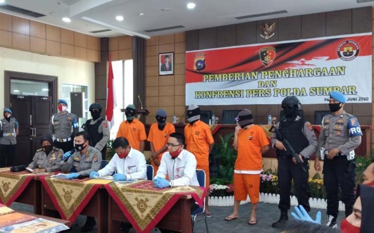 Empat tersangka mafia sindikat jual beli tanah diringkus Jajaran Polda Sumbar. (Dok : Istimewa)