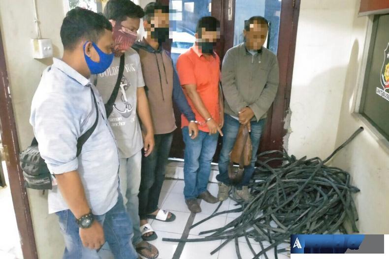 Enam orang pelaku pencuri kabel power kapasitor mill Indarung I milik PT Semen Padang (PTSP) berhasil diringkus Unit Opsnal Reskrim Polsek Lubuk Kilangan (Luki), Kota Padang. (Foto : Can)