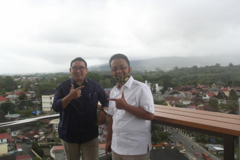 Wakil Ketua Dewan Pembina Partai Gerindra, Fadli Zon bersama Cawagub Sumbar Indra Catri saat di Bukittinggi, Sabtu (28/11). (Dok : Istimewa)