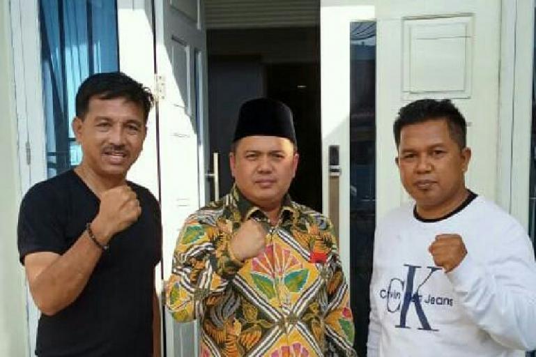 Febby Dt Bangso Nan Putiah saat silaturahmi dengan Ketua DPD Golkar Sumbar Khairunas di Solok Selatan, Sabtu (27/6). (Dok : Istimewa)