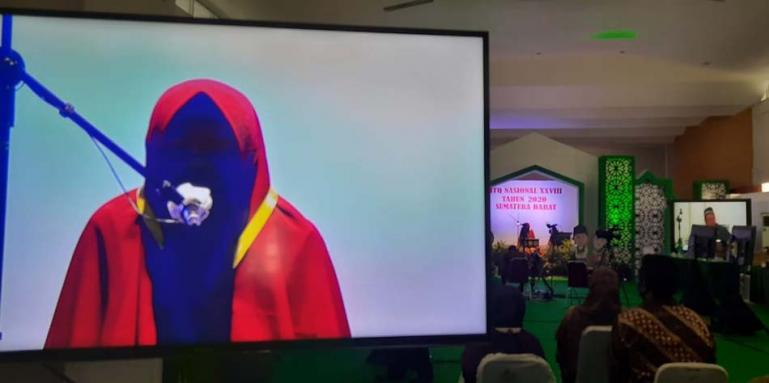 Fia peserta asal Banten saat ikuti lomba Tafsir Bahasa Arab pada MTQ Nasional ke-XXVIII di Sumbar, Rabu (18/11). (Dok : Istimewa)