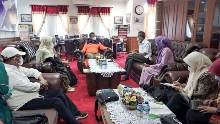 Dekan Fakultas Kedokteran (FK) Unand Padang, Afriwardi bersama rombongan saat bertatap muka dengan Wako Genius Umar, Jumat, (13/8). (Dok : Istimewa)