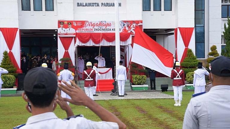 Wali Kota Pariamam, Genius Umar saat memimpin upacara bendera pengibaran Merah Putih saat peringatan HUT RI ke-76 tahun, Selasa (17/8). (Dok : Istimewa)