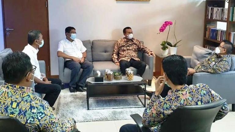 Wali Kota Genius dan rombongan saat dialog dengan salah satu direktur di Kementerian PUPR, di Jakarta, Rabu (22/9). (Dok : Istimewa)