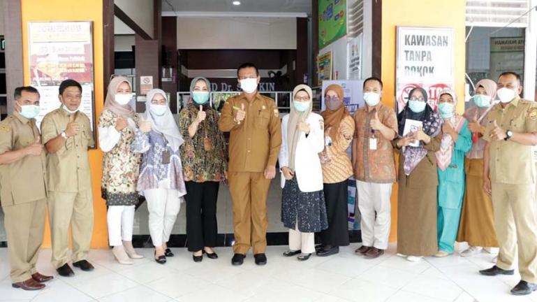 Wako Genius Umar saat sidak ke RSUD dr dr Sadikin Pariaman, Selasa siang (5/1). (Dok : Istimewa)