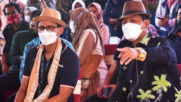 Wali Kota Pariaman, Genius Umar bersama Menparekraf, Sandiaga Salahuddin Uno di Kota Pariaman, Jumat (23/4). (Dok : Istimewa)