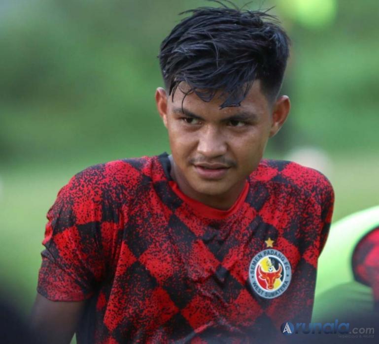 Pemain muda Semen Padang FC, Genta Alparedo dipanggil Shin Tae Yong mengikuti Training Camp Timnas senior Indonesia. (Foto : Can)