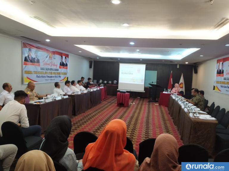 Ketua DPD Gerindra Sumbar Andre Rosiade saat memantau pemaparan visi misi bakal calon kepala daerah dari Gerindra di Padang. (amz)