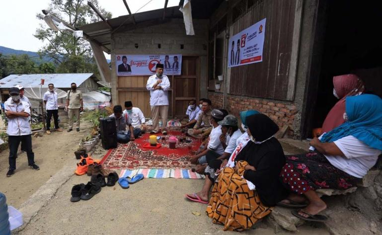 Calon Gubernur Sumbar Nasrul Abit, bertemu dan berdiskusi dengan Warga Balun, Nagari Pakan Rabaa, Kecamatan Sangir, Kabupaten Solok Selatan. (Dok : Istimewa)