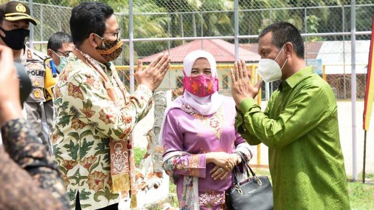 Wali Kota Pariaman, Genius Umar saat menyambut kedatangan Mendes PDTT, Jumat (24/7). (Dok : Istimewa)