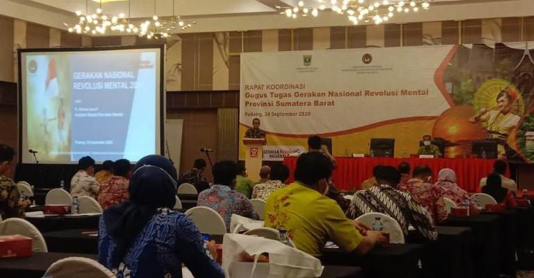 Gubernur Irwan Prayitno saat beri arahan pada Rakor GNRM) di Hotel Pangeran Beach, (24/9). (Dok : Istimewa)