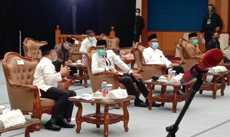 Gubernur Irwan Prayitno bersama Kepala Perwakilan Bank Indonesia Sumbar Wahyu Purnama saat pembukaan FESyar 2020 Sumatera, Senin (14/9)-- ist