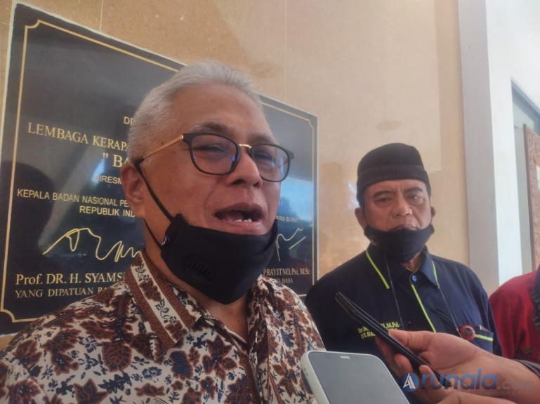 Anggota DPR RI Guspardi Gaus saat bicarakan soal SKB 3 Menteri di Padang, Rabu (17/2). (Foto : Can)