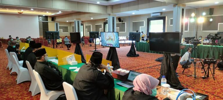 Suasana dewan juri melakukan penilaian terhadap peserta MTQN ke-XXVIII secara virtual di salah satu venue, Minggu (15/11). (Dok : Istimewa)