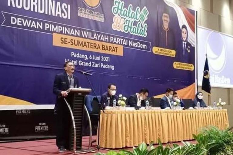 Ketua DPW NasDem Sumbar, Hendrajoni saat membuka rakor partai itu se Sumbar di Padang beberapa waktu lalu. (Dok : Istimewa)