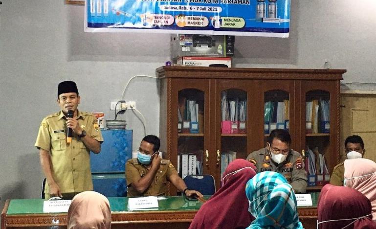 Pjs Kepala Desa Talago Sariak, Hendri saat sosialisasi pelaksanaan vaksinasi massal untuk desa tersebut, Selasa (6/7). (Dok : Istimewa)