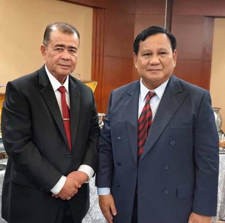 Cagub Sumbar Nasrul Abit bersama Ketua Umum Partai Gerindra Prabowo Subianto dalam suatu kesempatan. (Dok : Istimewa)