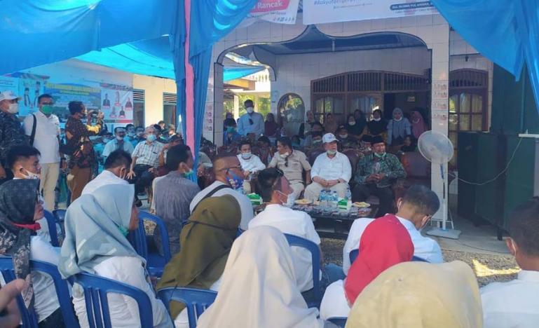 Cagub Nasrul Abit dan rombongan saat safari politik di Kampung Tarok, Nagari Lakitan Induk, Kecamatan Lengayang, Sabtu (14/11). (Dok ; Istimewa)