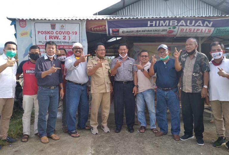 Cawagub Sumbar Indra Catri saat lakukan safari politik kepada masyarakat di Lubuk Minturun, Kota Tangah Padang, Rabu (25/11). (Dok : Istimewa)